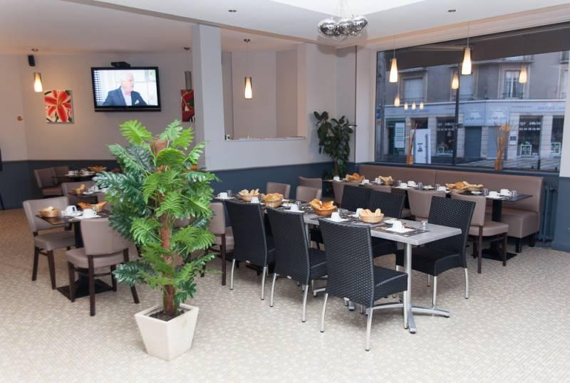 hotel blois centre ville 2 toiles pas cher le pavillon h tel restaurant situ au centre ville. Black Bedroom Furniture Sets. Home Design Ideas