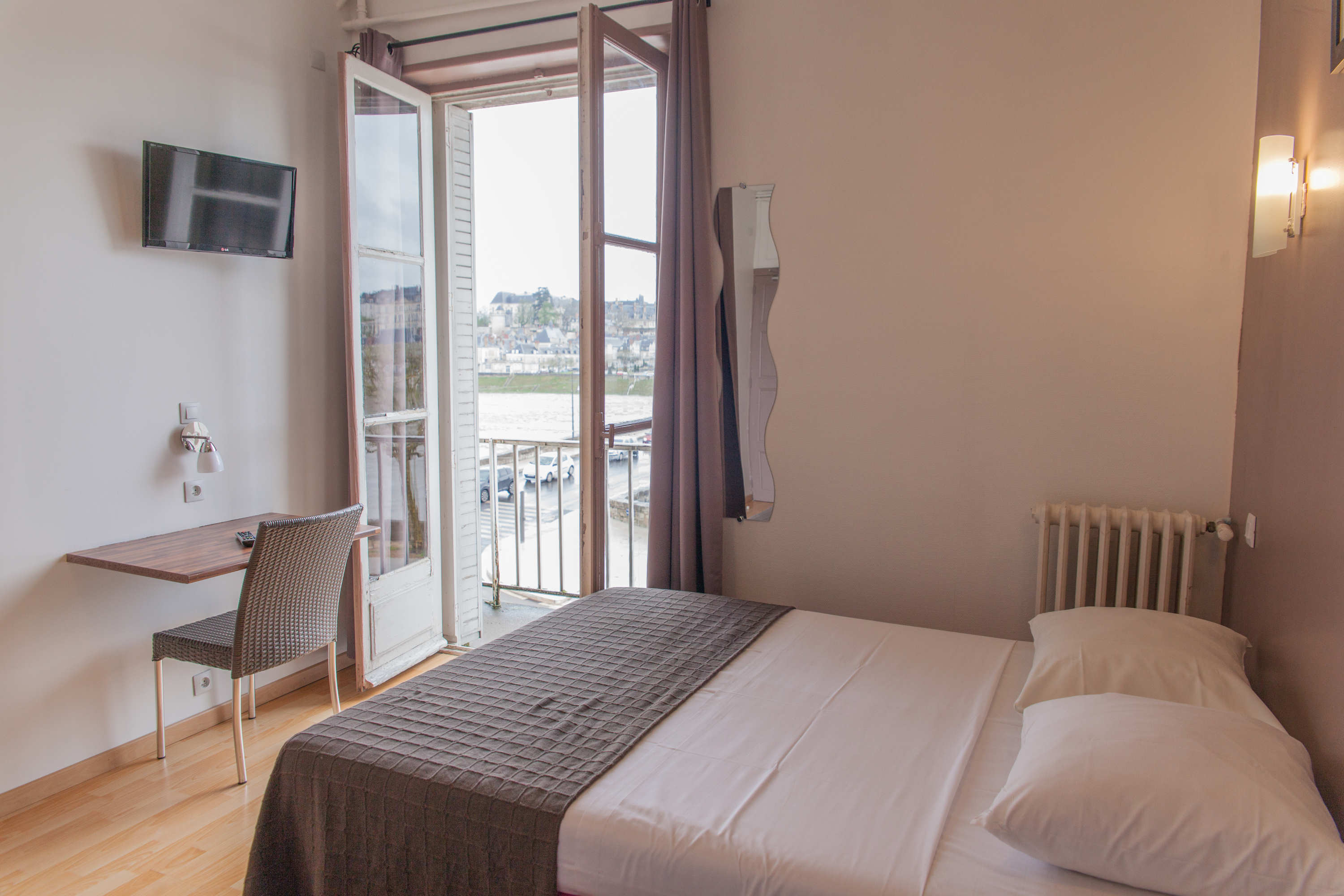 pavillon hotel in blois 2 star hotel in blois on the banks of the loire. Black Bedroom Furniture Sets. Home Design Ideas